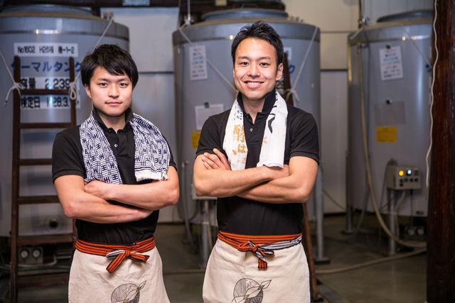 代表の稲川琢磨さん(右)、醸造技術担当の今井翔也さん(左)