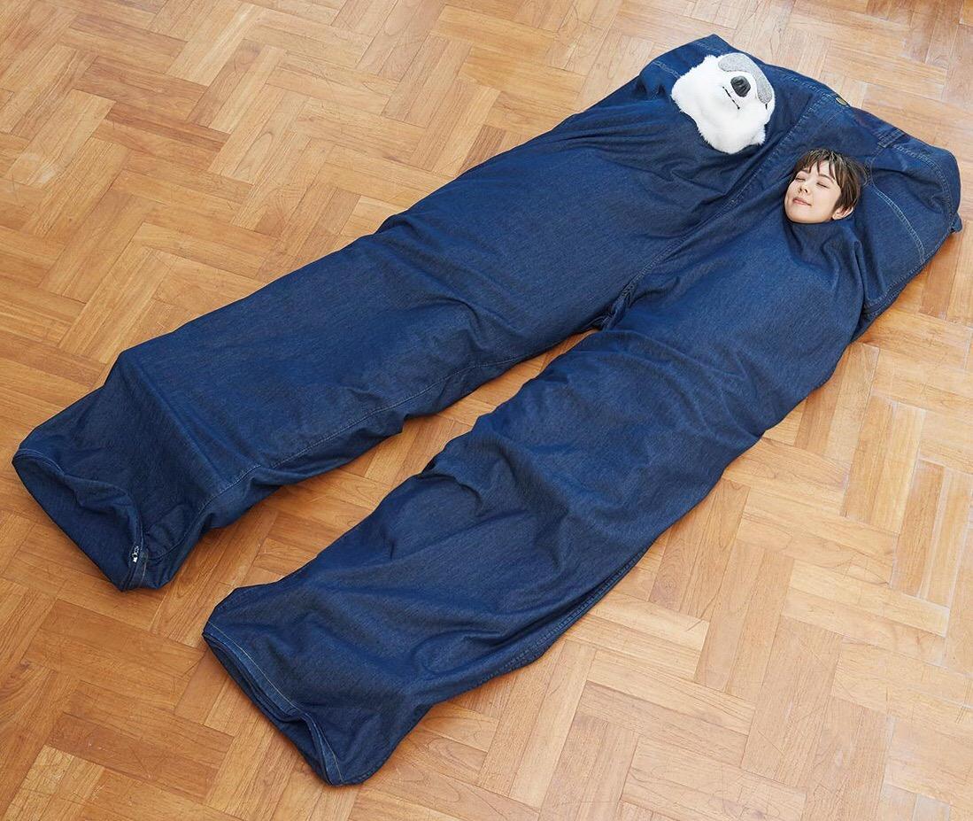 裏ボアパンツ型の寝袋に入って、写真撮影も可能
