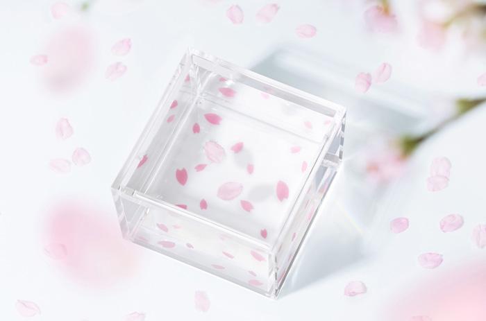 桜模様の透明な枡で、世田谷の姉妹都市、川場村の日本酒を(「mas/mas(マスマス)」)