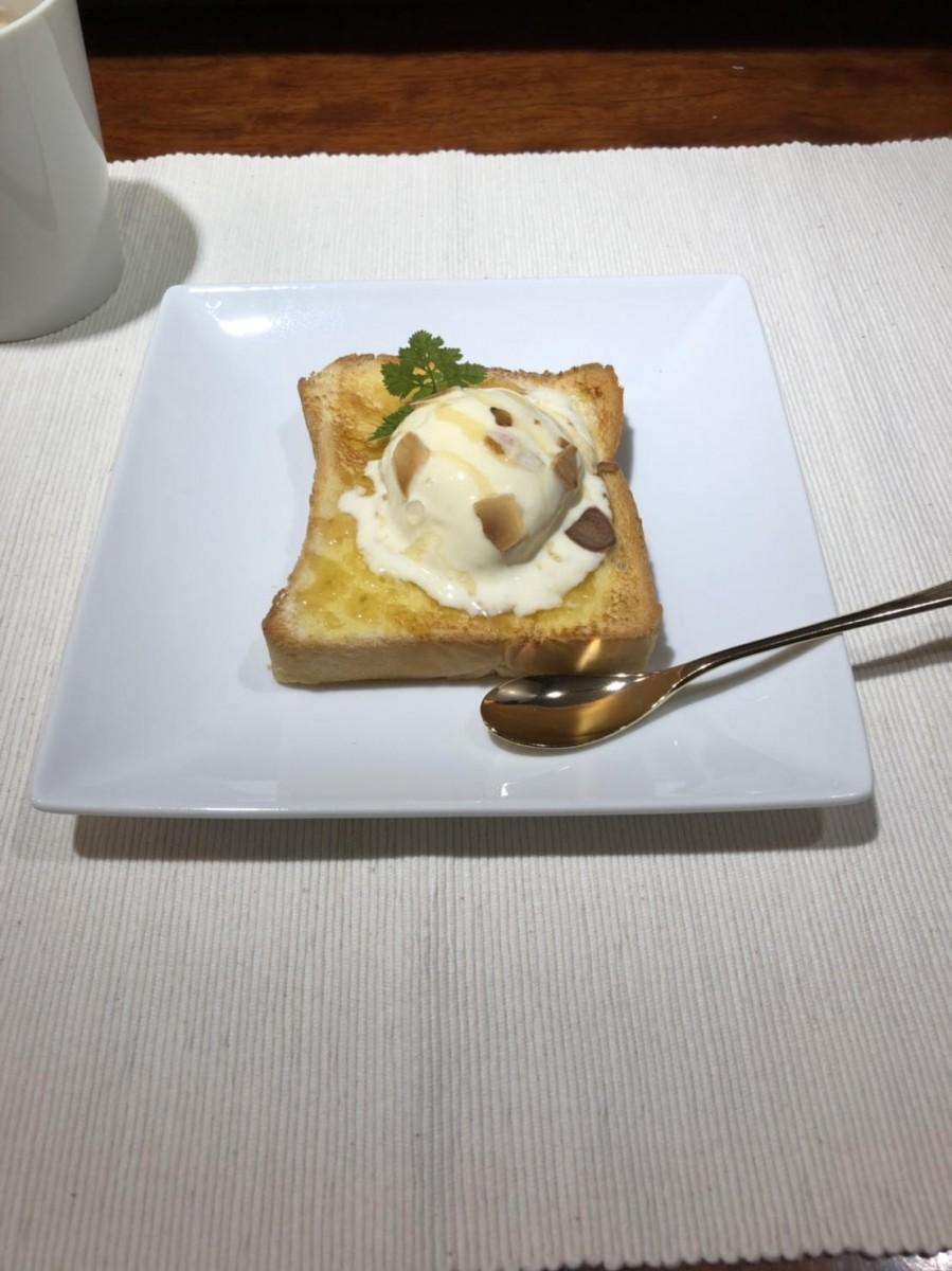 トーストカフェ「コーヒー&トースト 三軒茶屋店」の「ハニートースト」