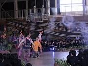 劇団四季、高田一中で特別公演-お礼の合唱に俳優らが涙