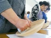 グッドデザイン賞の工芸品「BUNACO」、宮古の仮設住宅で制作体験会