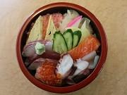陸前高田の「鶴亀鮨」が2度目の移転オープン-名刺には「うっだづぞ!」