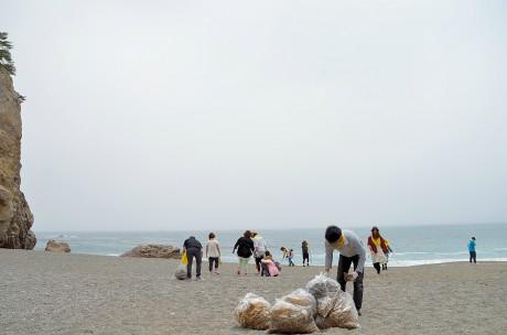 宮古の若者グループが地元で海岸清掃-「自分たちにできることから始めよう」