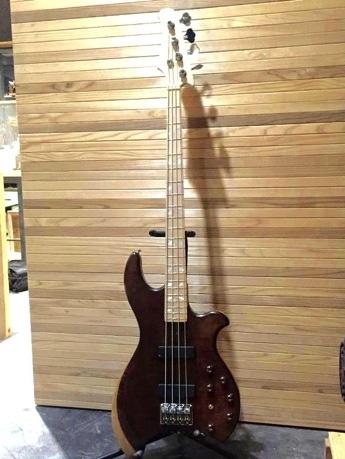 女川町の国産ギター工房がベースを試作 「レクサス匠」プロジェクトで開発