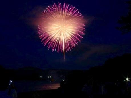 鎮魂の花火「ライトアップニッポン」 東北から全国へ広がり