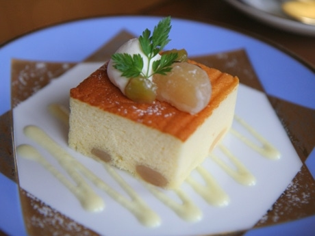 「豆を用いた和洋菓子コンテスト」洋菓子部門で最優秀賞を受賞した「半熟チーズ 白花豆」