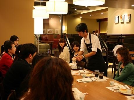 コーヒースペシャリスト・江嵜さんによるアイスコーヒーの入れ方や味の違いなどを紹介したスペシャルコーヒーセミナー