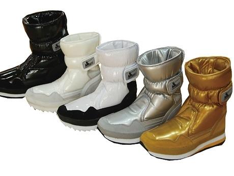 「Shoe BAR LIMITED STORE」で取り扱う色とりどりの「ラバーダック」スノーブーツ