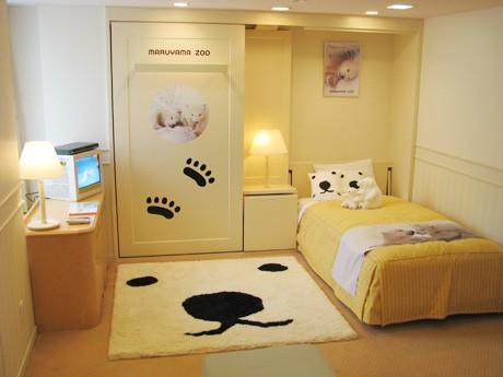 札幌のホテル客室で白クマ一色の「白クマルーム」-円山動物園内ナイトツアーも