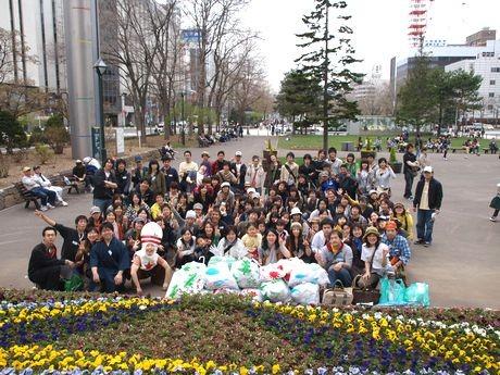 2009年に札幌・大通公園で行われたゴミ拾いイベント