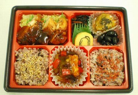 AIR-G「美食喰楽部」とサークルKサンクスのコラボ商品「美食喰楽部弁当」