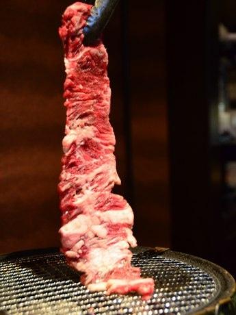 約30センチの一枚肉「牛ワラジ」