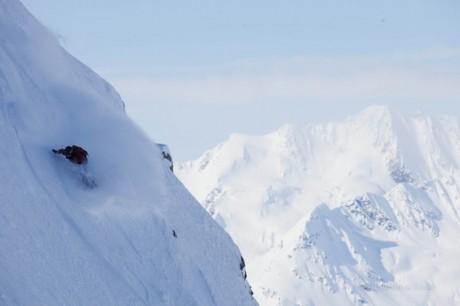 アラスカの山を滑走する中村陽子選手©Tsutomu Endo