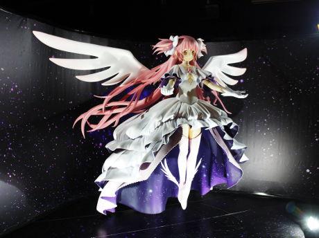 2メートル超のアルティメットまどか特大フィギュア ©Magica Quartet/Aniplex・Madoka Movie Project