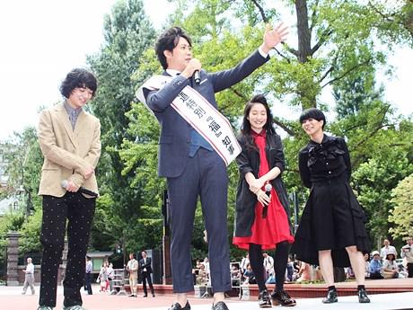 北海道「福」知事として演説を始めた大泉さんに苦笑する出演者