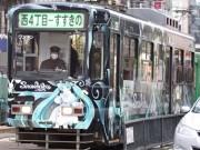 札幌で雪ミク路面電車、今年も登場-スズランの髪飾りがキュート