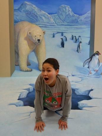 立体のように飛び出して見える「氷河と白熊」(作品提供)株式会社エス・デー