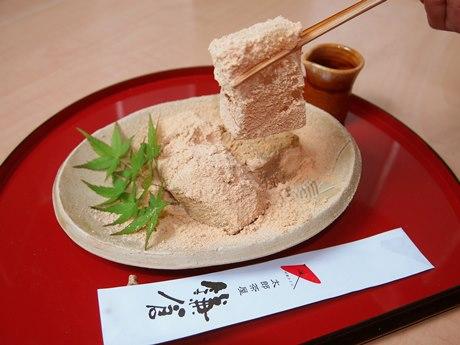 メーン商品の「鎌倉わらびもち」