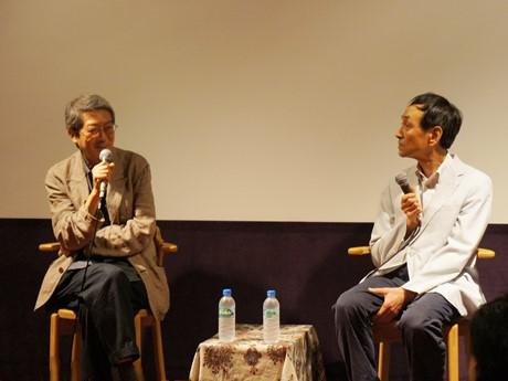 荒井晴彦監督(左)と元朝日新聞ジャーナリストの作家・外岡秀俊さん(右)