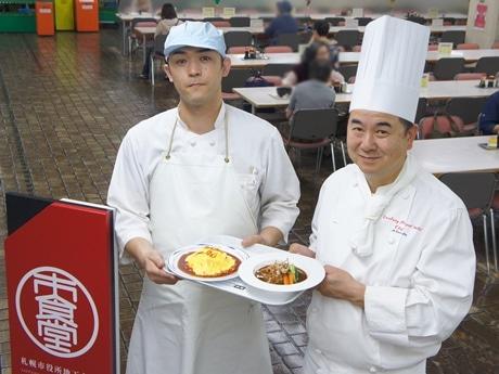 札幌市役所地下食堂の森貴教さん(左)とセンチュリーロイヤルホテルの金子厚さん(右)