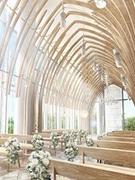 札幌のオフィス街に婚礼施設 バカラ社シャンデリア、24メートルのバージンロードも