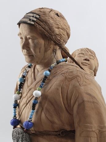 アイヌ民族の女性をモーチーフにした杉村フサ像。(撮影露口啓二)