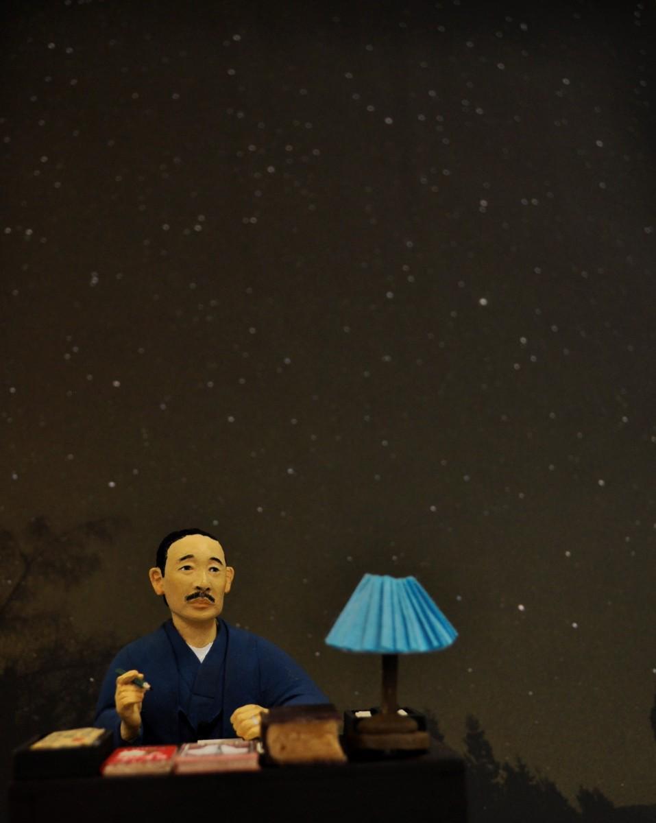 星座を描く有島武郎のイメージ人形