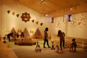 札幌芸術の森工芸館で「花ふるカラー」 テーマは「花」と「色」