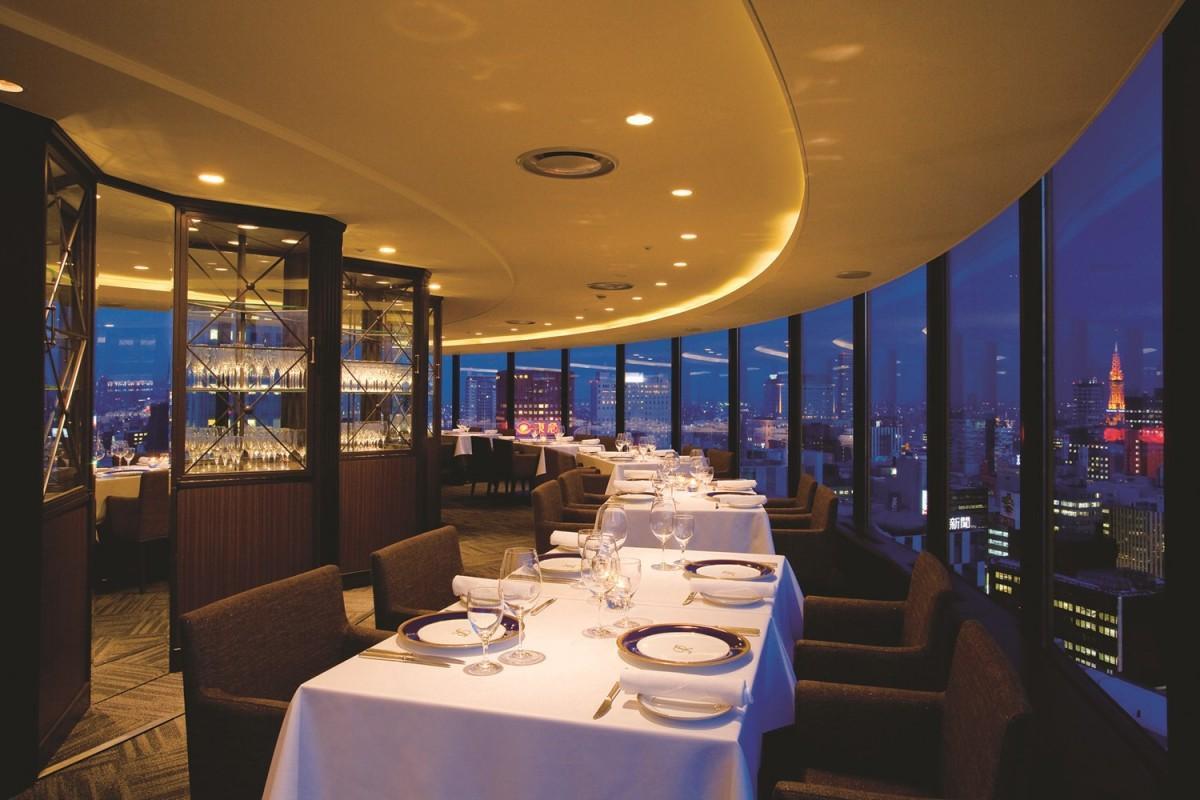 センチュリーロイヤルホテルのスカイレストラン「ロンド」