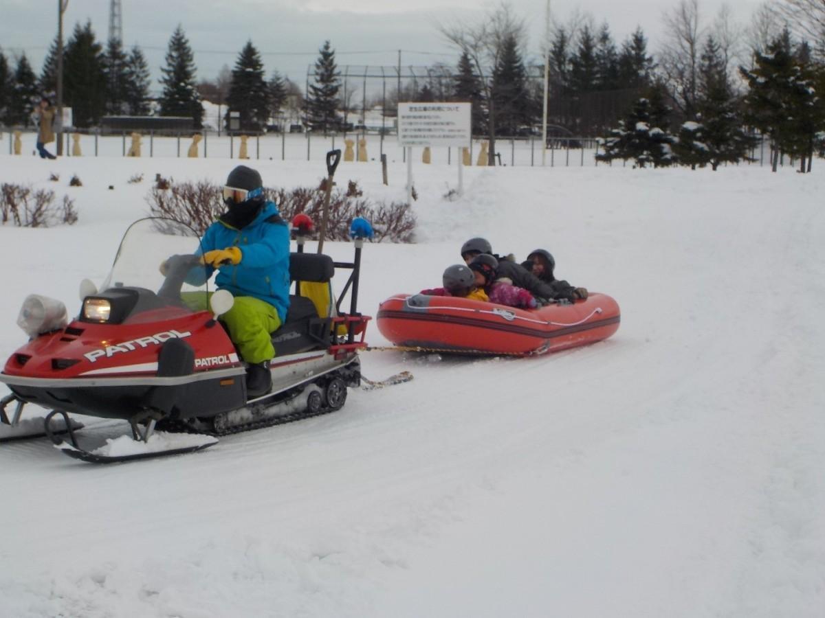 雪上ラフティングボート体験の様子