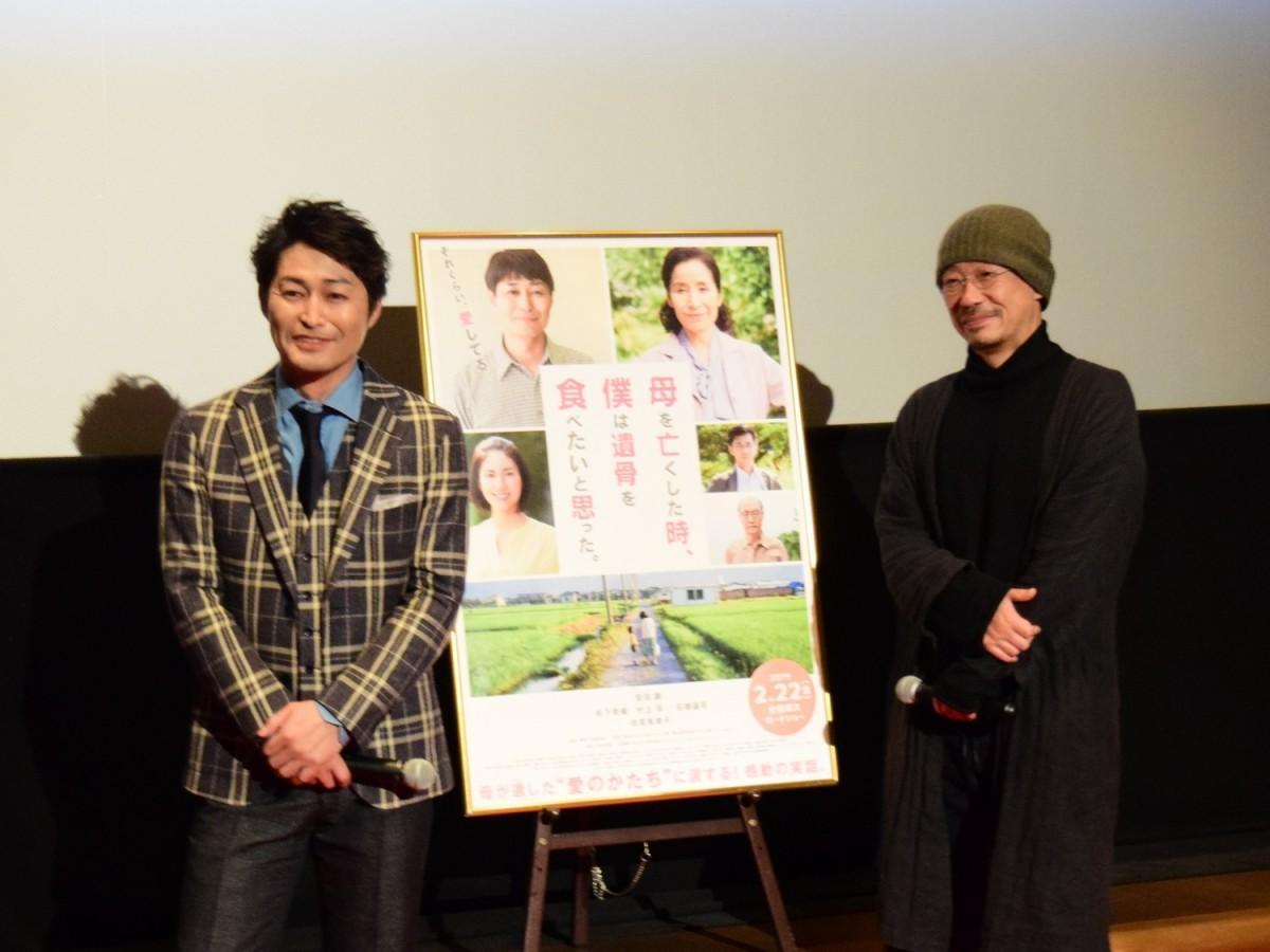 ディノスシネマズ札幌劇場で行われた舞台あいさつ。安田顕さん(左)と大森立嗣監督(右)