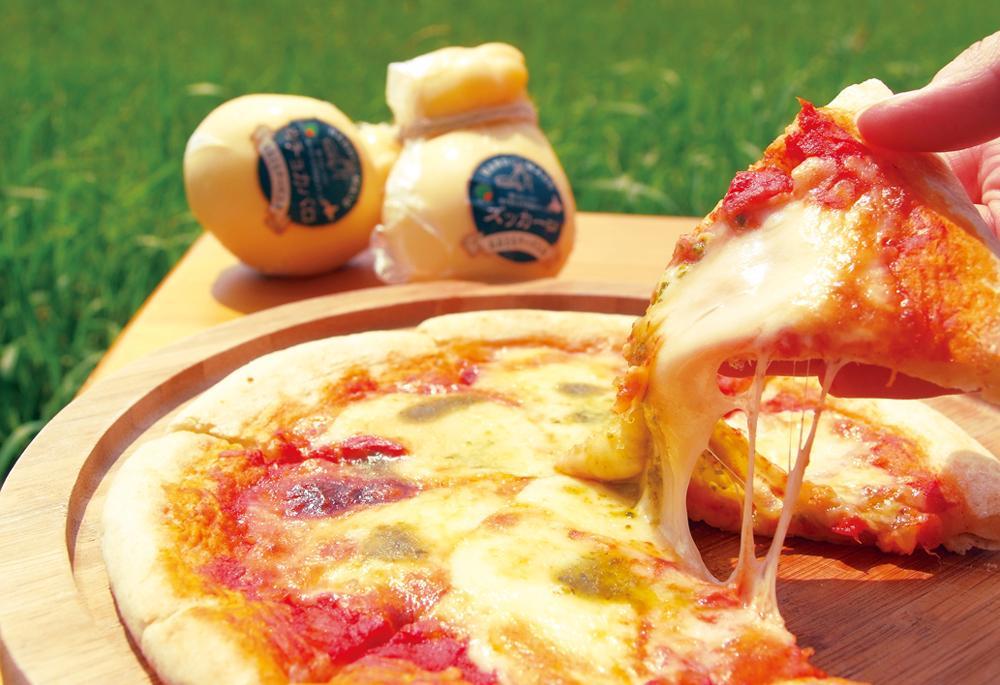 おおともチーズ工房「チーズ工房のピザ とまとマルゲリータ」(1枚1,080円)