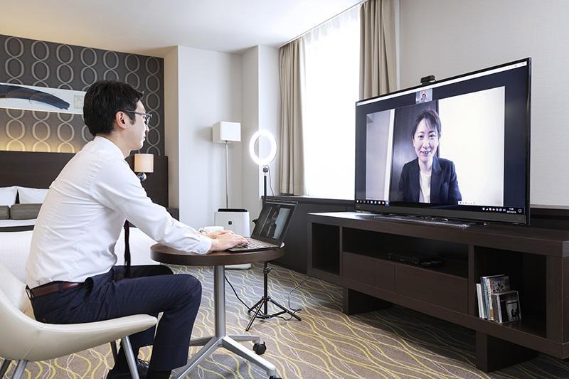 オンライン会議に対応する大型58インチの4K対応液晶テレビ設置