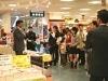 元日ハム・岩本勉さんが旭屋書店でサイン会-新刊発売で