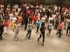 デューク更家さんが札幌で「1日レッスン」-男女280人が参加