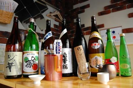 常時60種類以上の日本酒を提供する