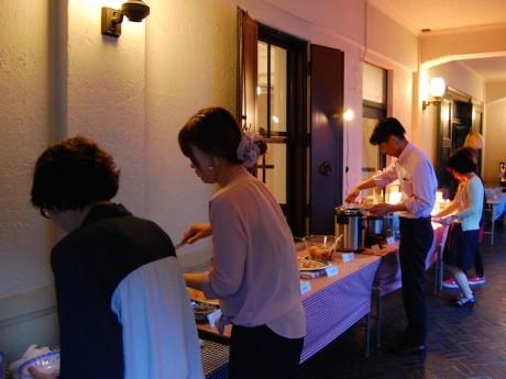 昨年の様子。ベトナムの屋台料理を中心に約20種類をビュッフェ形式で提供している。