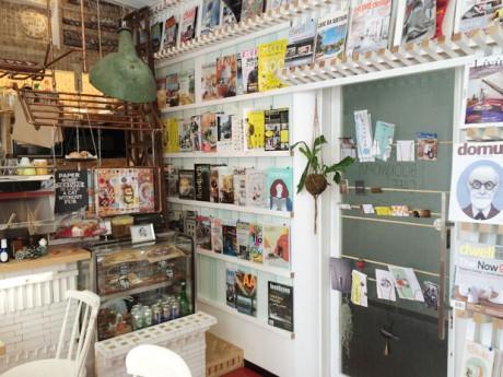 建築やデザイン系の洋雑誌はオーナー夫妻がセレクトし、毎月取り寄せている
