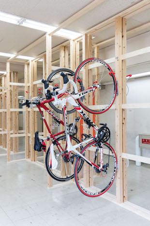 自転車通勤向け会員制駐輪場「ヴェロスタ」室内の様子
