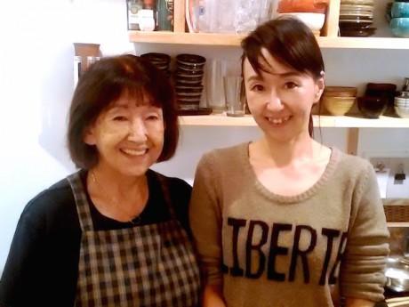 母の順子さんと店主の優子さん