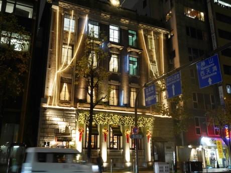 クリスマスイルミネーションが点灯した「五感北浜本館」