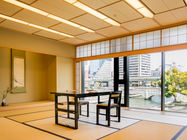 土佐堀川・中之島公園が一望できる「花外楼」2階の部屋