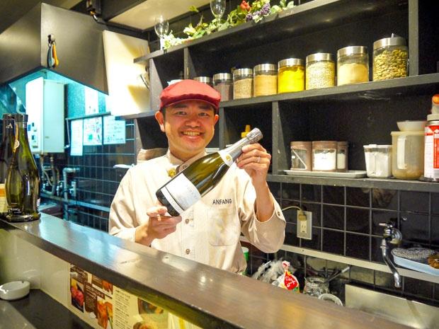 ワインソムリエの資格を持つ店主の田村さん