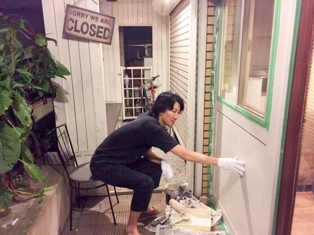 自ら内装を手がける店主の斎藤さん