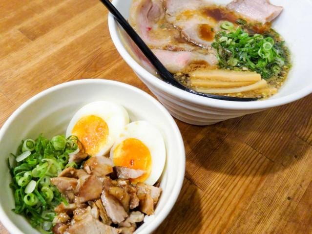 チャーシュー丼と中華そばがセットになった「竹セット」