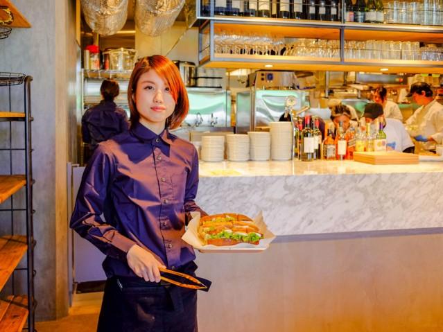オープンキッチンの「フレンチバゲットカフェ」店内