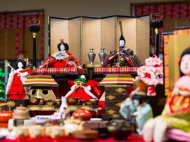 少彦名神社に展示する別所家のひな人形(写真提供=船場博覧会実行委員会)