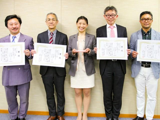 「第19回関西まちづくり賞」を受賞した「北浜テラス」運営団体のメンバー