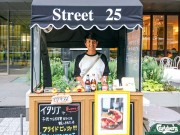 大阪・御堂筋に揚げピザ専門店のワゴンショップ登場
